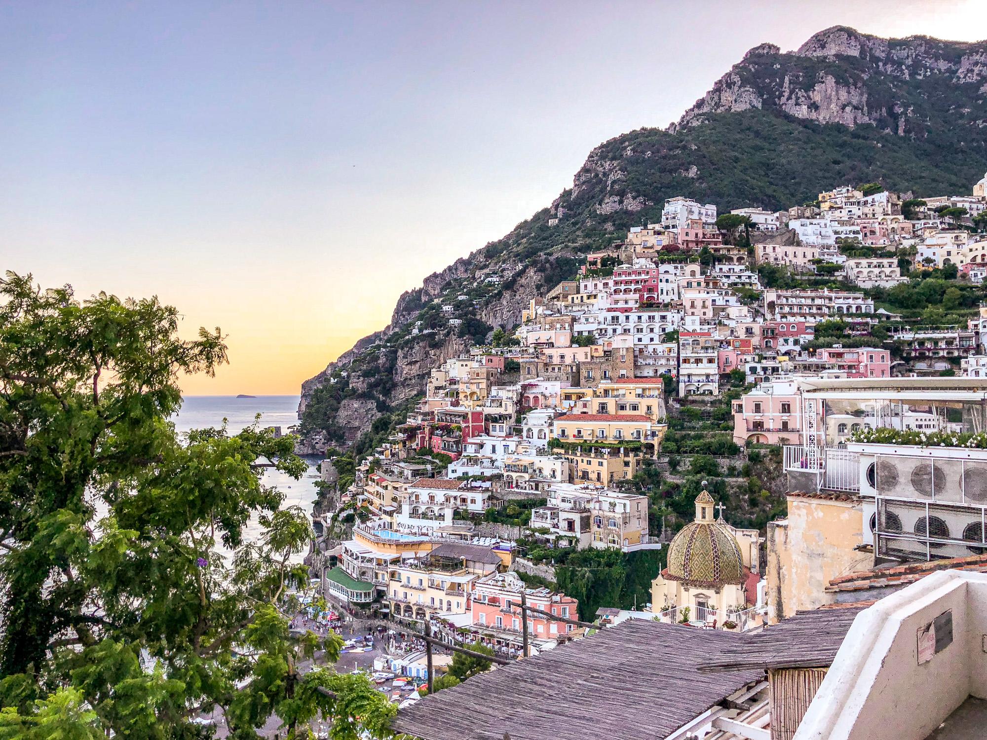 Positano - czy warto tam pojechać i czy jest warte swojej ceny? Hotele, jedzenie i co zrobić, aby wyjazd nie był aż taki drogi