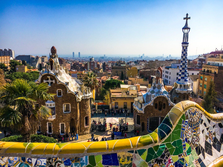 gdzie na wakacje jesienią, wakacje w październiku, wakacje w listopadzie, wakacje we wrześniu, barcelona hiszpania